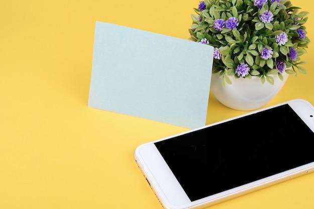 Cartão vazio com telefone Foto Premium