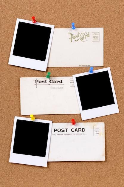 Cartão velhos com impressões de fotografias Foto gratuita