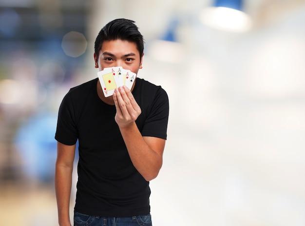 Cartas de jogar adolescentes Foto gratuita