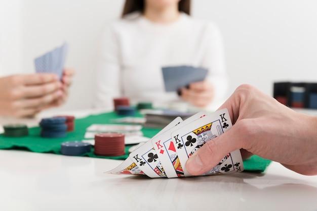 Cartas de jogar de pôquer de close-up Foto gratuita