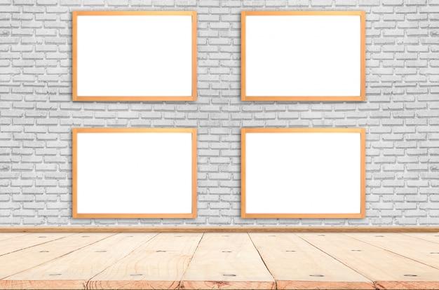 Cartaz branco com o modelo de moldura de madeira na parede de tijolos. brincar. Foto Premium