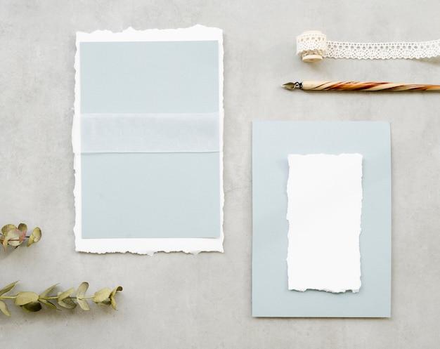 Cartões de casamento em branco com caneta-tinteiro Foto gratuita