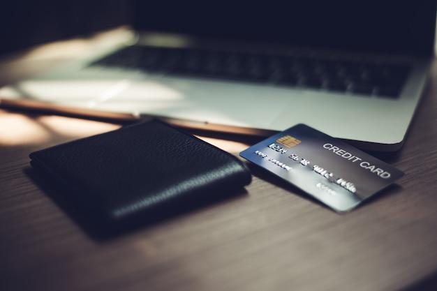 Cartões de crédito, cartões de crédito para transações financeiras. Foto Premium