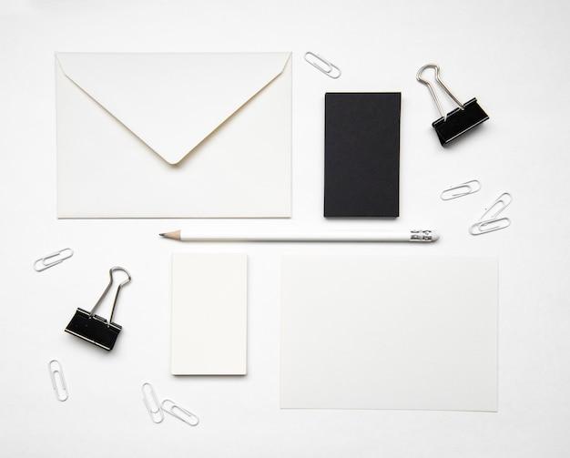 Cartões de visita preto e branco de duas cores Foto gratuita
