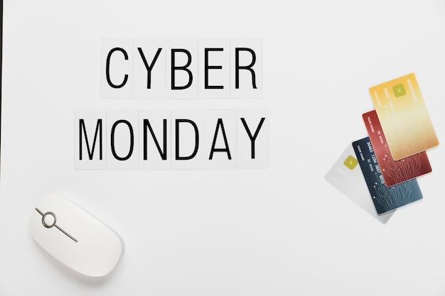 Cartões e rato da mensagem de cyber segunda-feira Foto gratuita