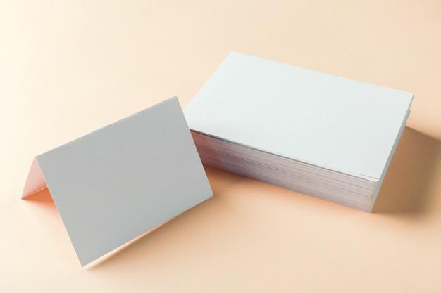 Cartões em branco de papel Foto Premium