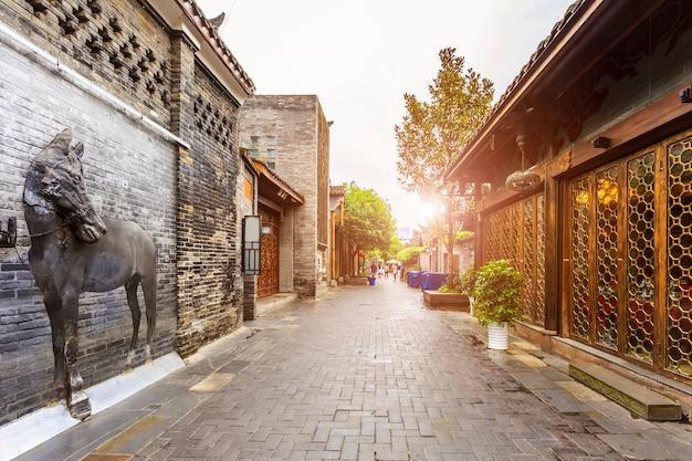 Casa chinesa de cidade chinesa estreita Foto gratuita