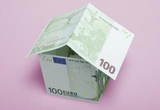 Casa de investimento dinheiro Foto gratuita