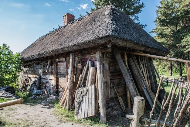 Casa de pescador, antiga casa de madeira Foto Premium