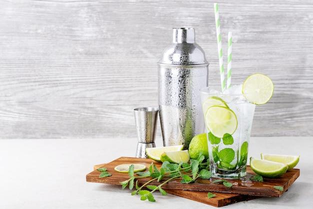 Casa feita cocktail mojito Foto Premium
