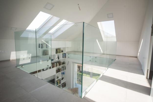 Casa interior moderna branca nova dentro Foto Premium
