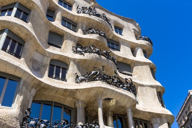 Casa mila em barcelona espanha Foto Premium