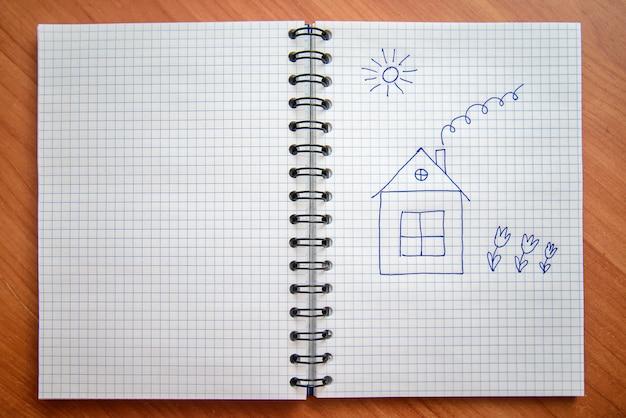 Casa pintada no bloco de notas Foto Premium