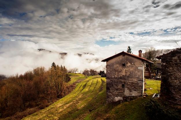 Casa rural no interior da eslovénia Foto Premium