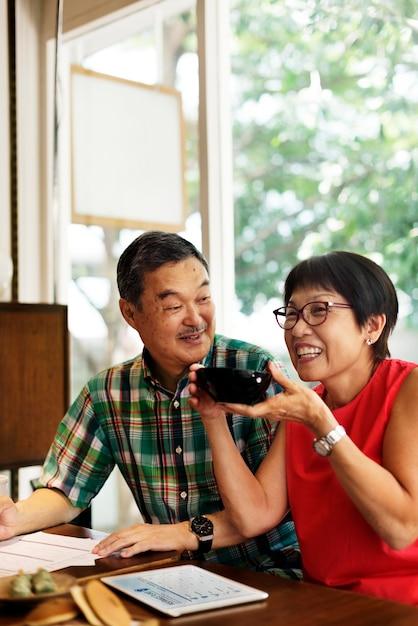 Casal asiático sênior Foto Premium