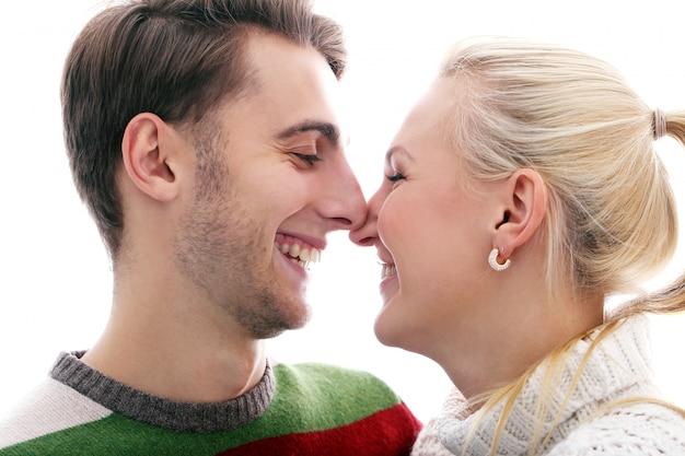 Casal bonito é inlove um no outro Foto gratuita