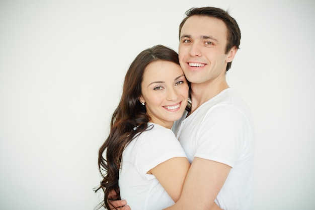 Casal cheia de felicidade Foto gratuita