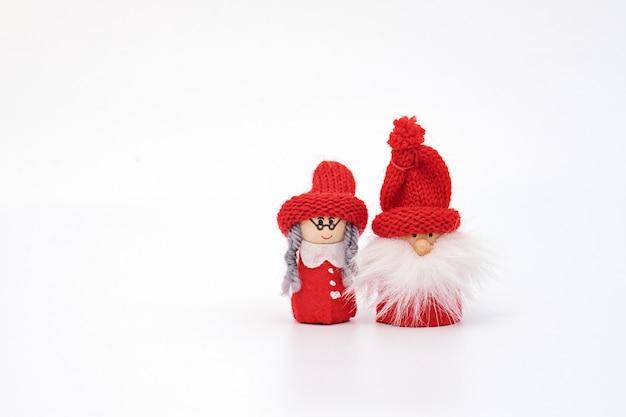 Casal de gnomo de natal isolado no branco Foto Premium