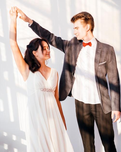 Casal de noivos Foto gratuita