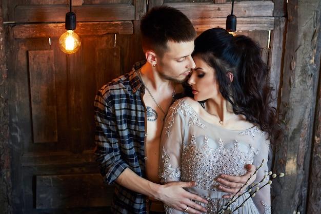 Casal se preparar cerimônia de casamento Foto Premium