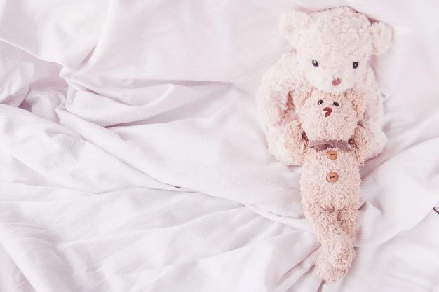 Casal ursinho abraçando com amor no dia dos namorados Foto Premium