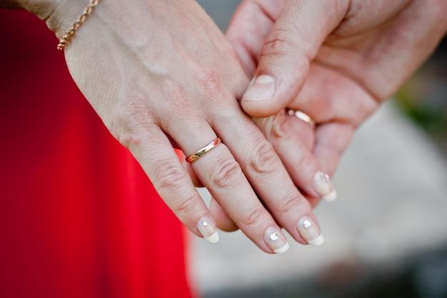 Casamento. a troca de anéis. Foto Premium