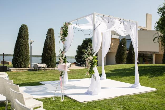 Casamento bonito de saída criado Foto Premium