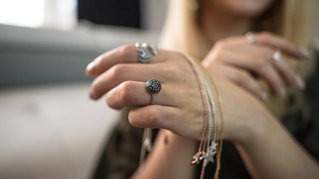 Casamento de noivado de jóias de vidro da cadeia de moda Foto gratuita