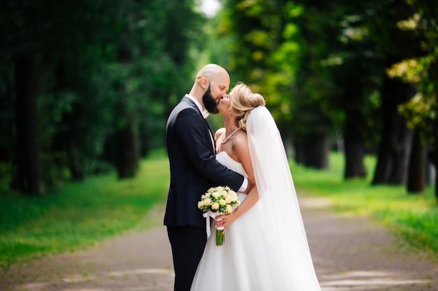 Casamento muito bonito de casal incrível. dia do casamento Foto Premium