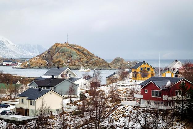 Casas de inverno no oceano Foto Premium