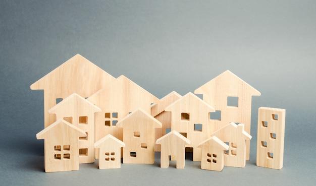 Casas de madeira em miniatura. imobiliária. Foto Premium