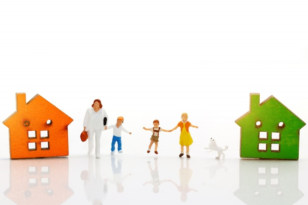 Casas e família em miniatura Foto Premium