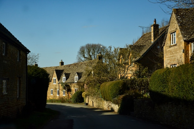 Casas inglesas antigas no campo Foto Premium