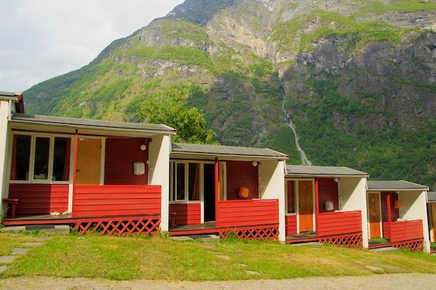 Casas rurais, em, turista, acampamento, em, vila, geiranger, Foto Premium