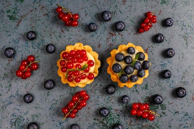 Caseiro delicioso verão rústico baga tartles Foto gratuita