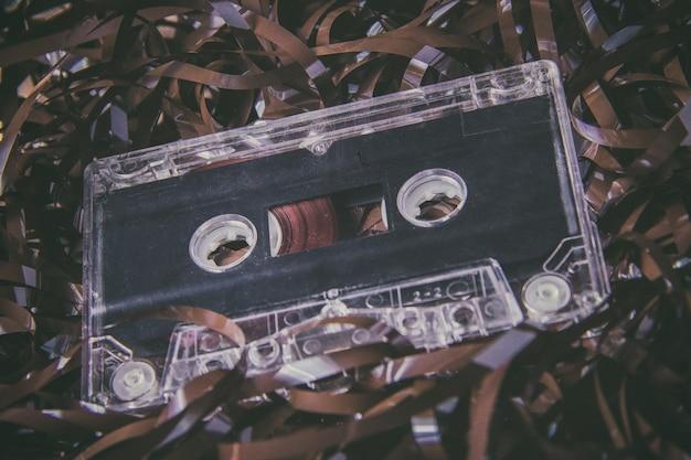 Cassete de áudio magnético vintage contra filme Foto Premium
