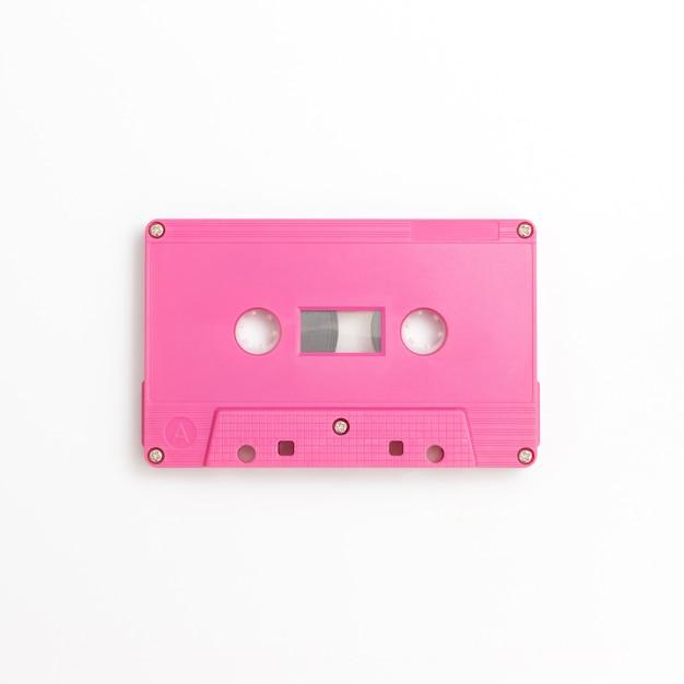 Cassete de fita em fundo branco Foto Premium