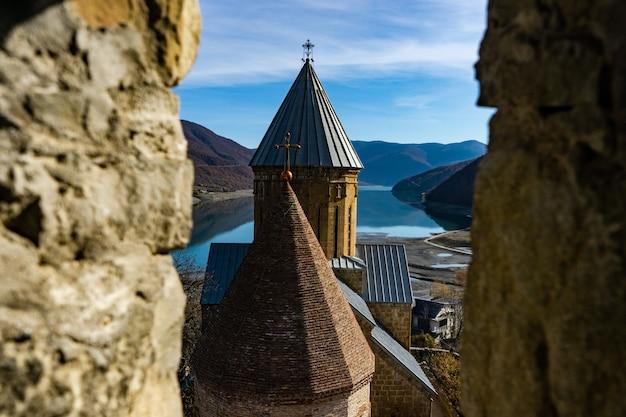 Castelo de ananuri famoso na geórgia Foto Premium