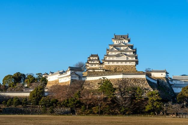 Castelo em himeji, um dos castelos mais antigos do japão Foto Premium