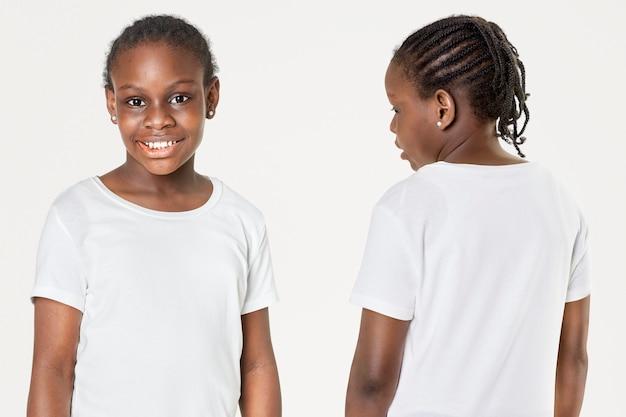 Casual feminino em camiseta branca na frente e nas costas Foto gratuita