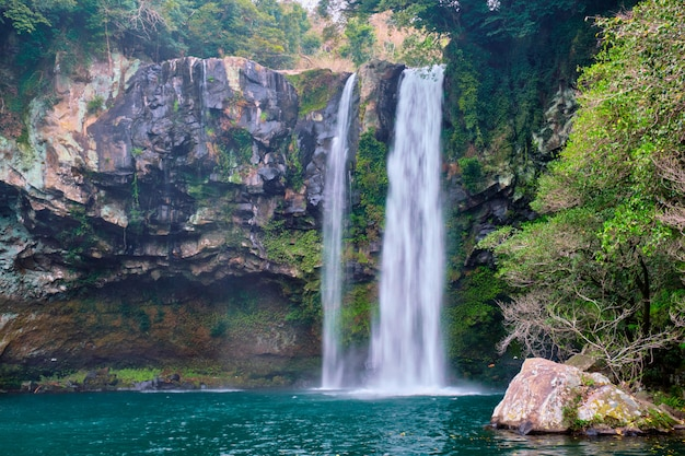 Cataratas de cheonjiyeon, jeju island, coréia do sul Foto Premium