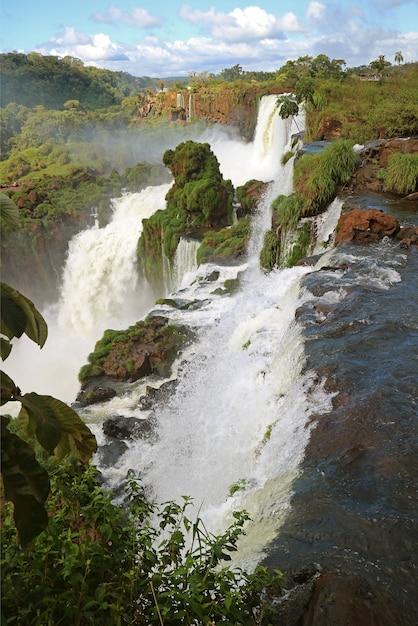 Cataratas do iguaçu no lado argentino, província de misiones da argentina Foto Premium