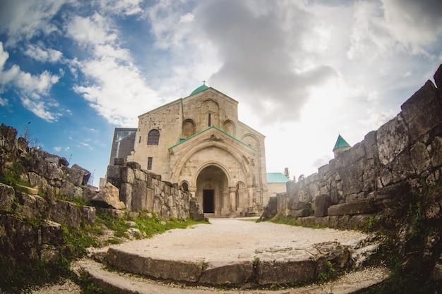 Catedral de bagrati em kutaisi, geórgia Foto gratuita