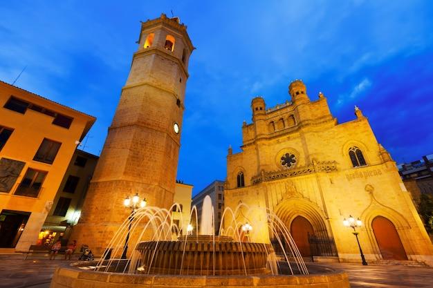 Catedral de castellon de la plana de noite. espanha Foto gratuita
