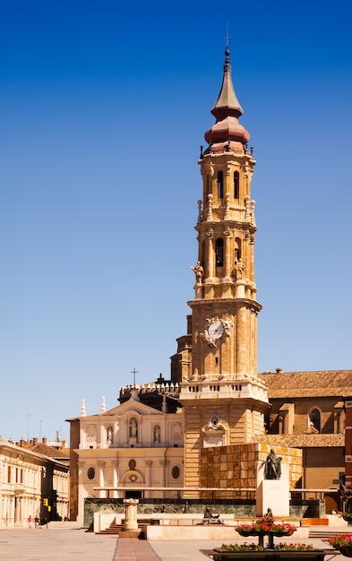 Catedral de la seo (san salvador) em zaragoza Foto gratuita