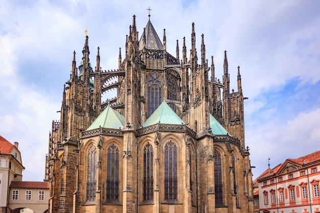 Catedral de são vito, em praga, este é um excelente exemplo da arquitetura gótica Foto Premium