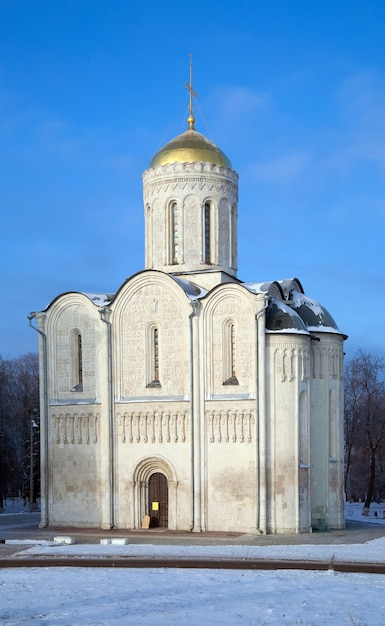 Catedral de st. demetrius em vladimir no inverno Foto gratuita