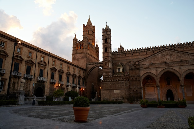 Catedral de vergine maria santissima assunta em cielo, palermo Foto Premium