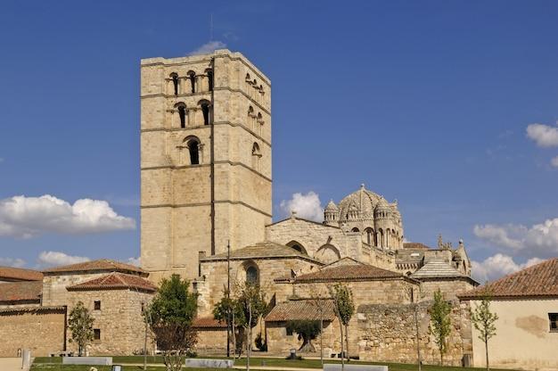 Catedral de zamara, castela e leão, espanha Foto Premium