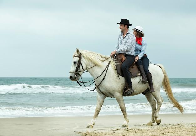 Cavaleiros e cavalos Foto Premium